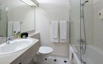 Globales Post Hotel & Wellness - baño