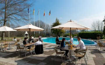 Globales Post Hotel & Wellness - terraza - piscina